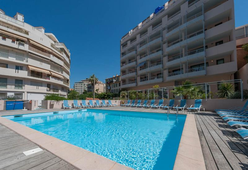 Studio with swimming pool - 150 m from the beach, vacation rental in Cannes