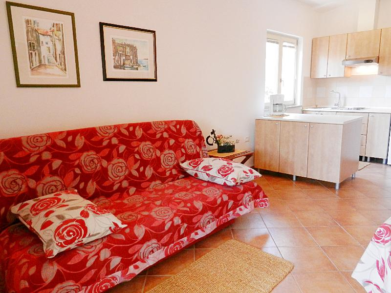 Charming & Cozy Apartment in Rovinj, vacation rental in Rovinj