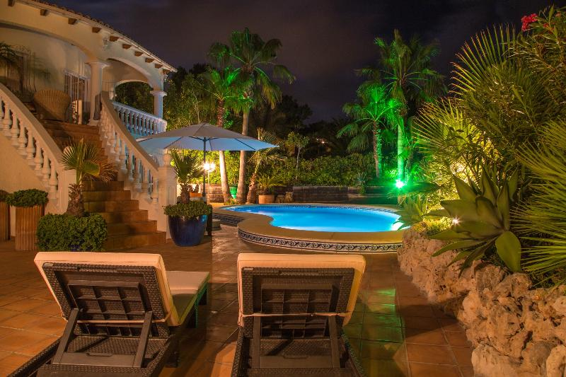 CASA ZOMER *LUXURY*5 BEDS*PRIVATE POOL*GOLF*BEACH, aluguéis de temporada em Moraira