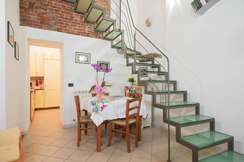 Lovely, 2 floor Tuscan apartment in central Pisa, sleeps 4, location de vacances à Pise