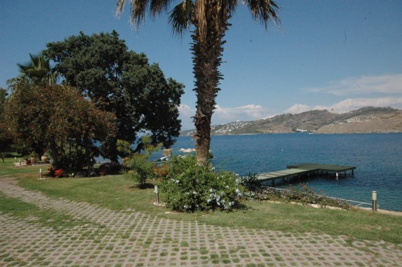 Luxury Sea Front Villa / Yalıkavak, vacation rental in Bodrum City