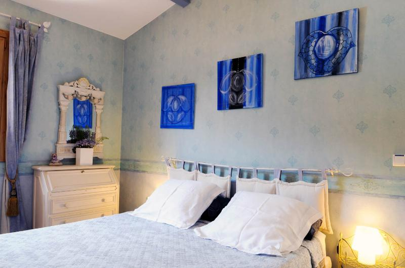 double room, bed 160 x 200,, terrace, independant entry, securate park, games heated pool