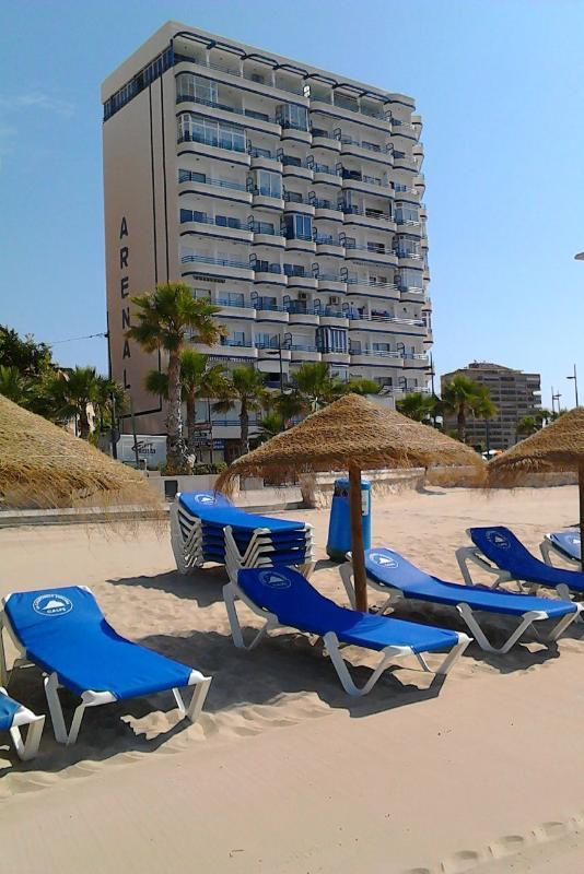 Vista del edificio en primera línea de playa