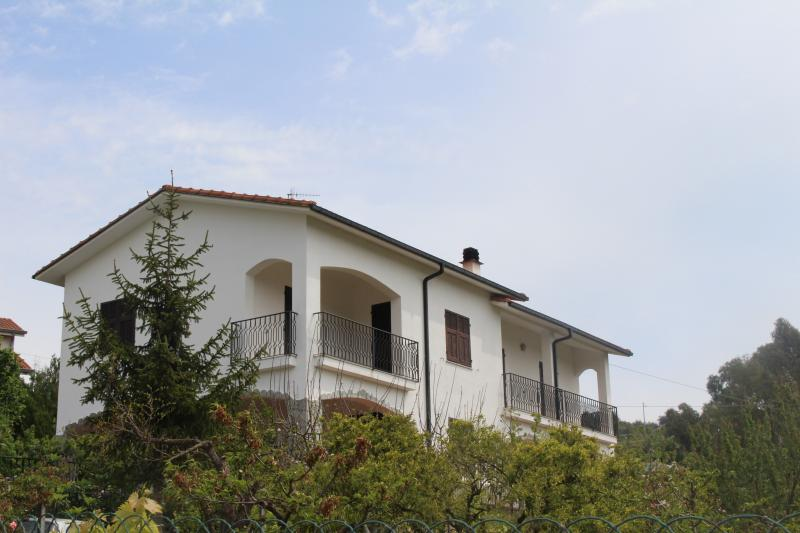 House in Caramagna -Imperia, vacation rental in Imperia