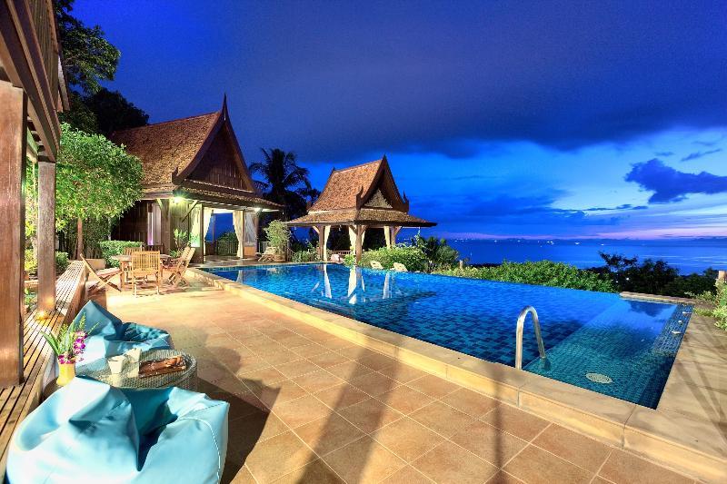 Villa Thai Teak at night - stunning views