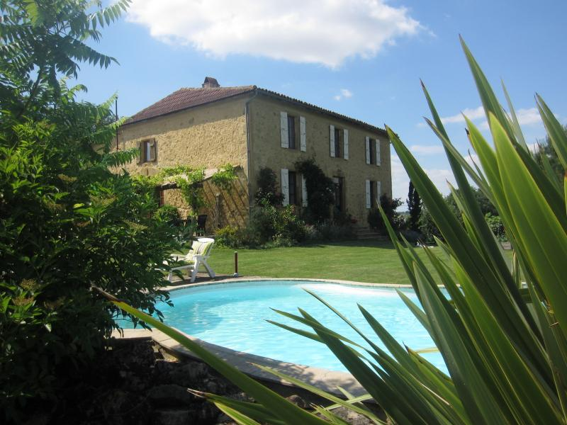 Ground floor apartment in Gascon Farmhouse, holiday rental in Aignan