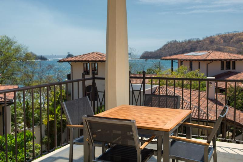 3Br Oceanview Flat for 8 with Two Terraces, holiday rental in Playa Prieta