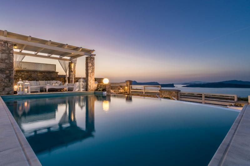 Michaela, 5 bedroom luxury villa with private pool, location de vacances à Akrotiri