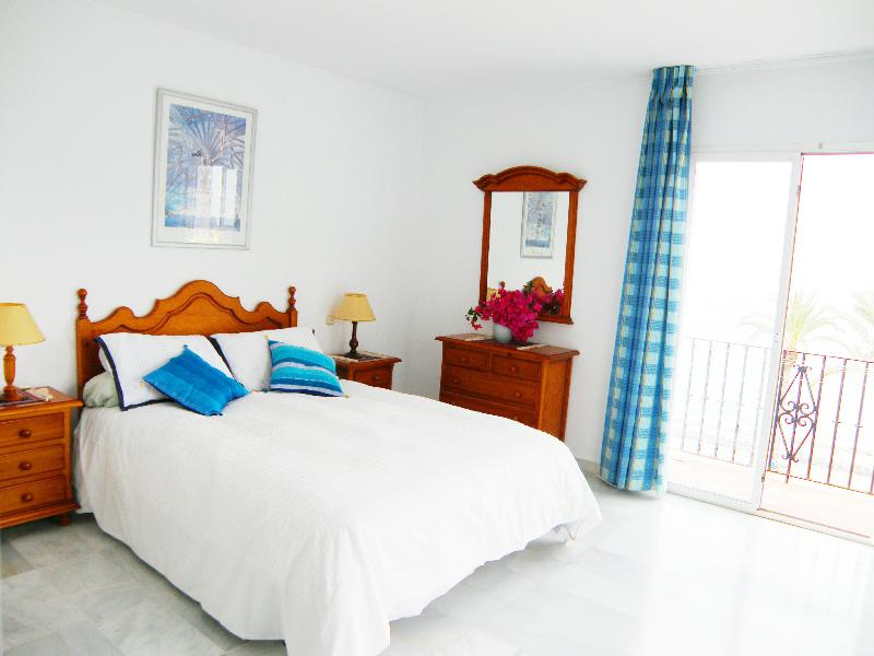 Bedroom, master (double) with balcony