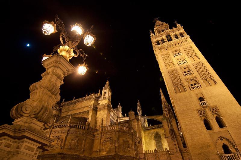 Catedral y Giralda, a 15 minutos andando del alojamiento.