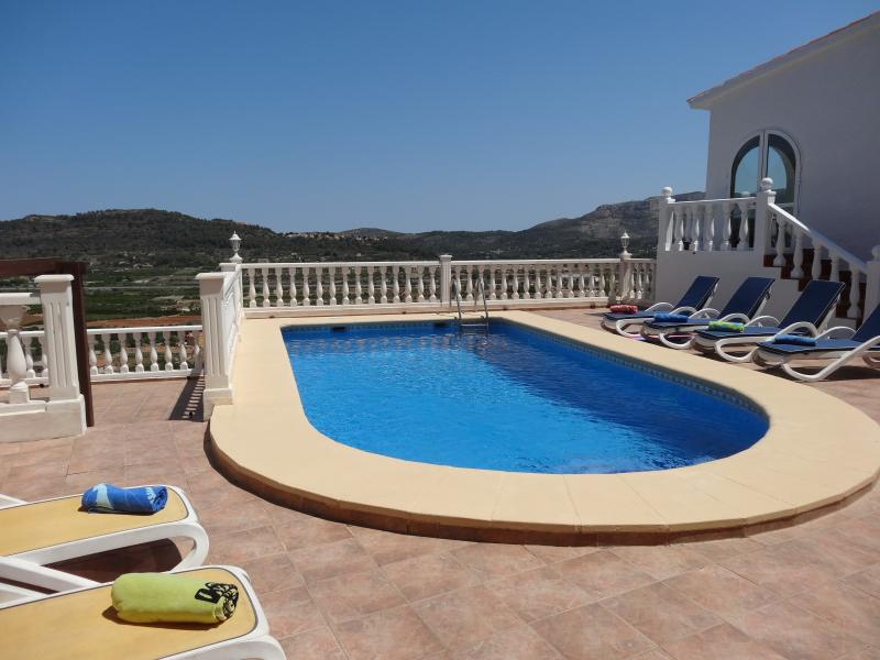 Villa, Monte pedreguer, Private pool, air con, wifi, sleeps 6, great views., vacation rental in Sagra