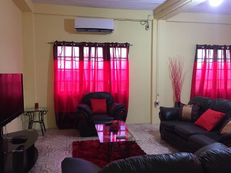 Criss Cross Visitors Accommodation - 2 Bedroom Apt, holiday rental in Arouca