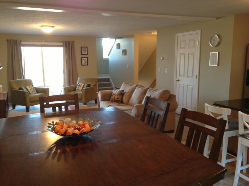 Dining area into lounge