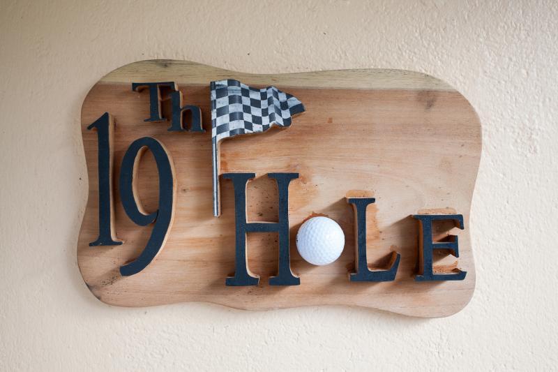 19 Hole Cottage Sign