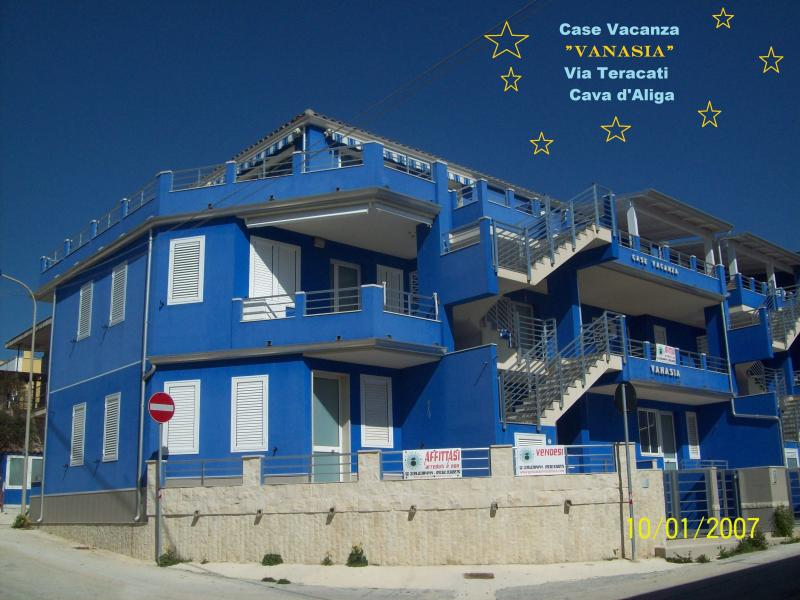 Prospetto principale edificio Case Vacanza Vanasia, Via Teracati.