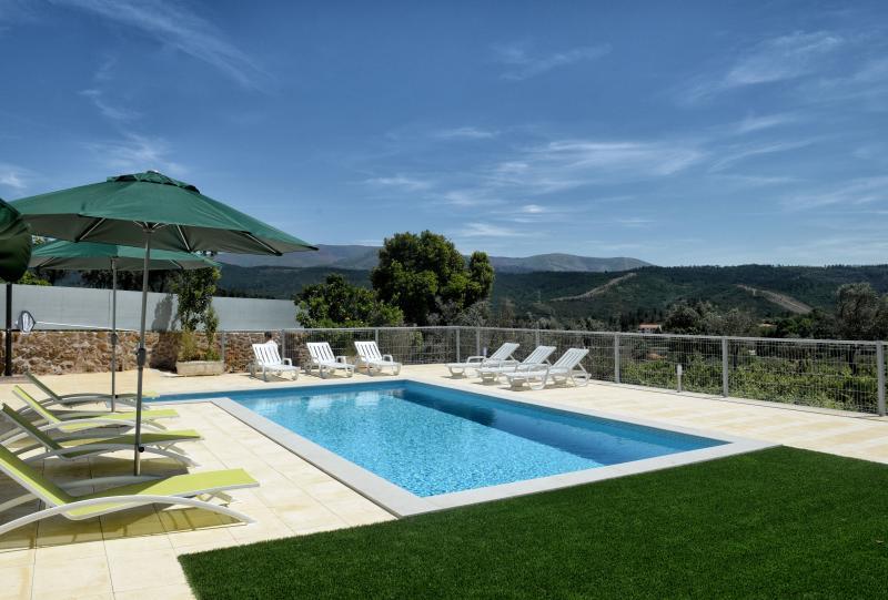 Casa de Vacaciones para 14 personas con Piscina Privada, location de vacances à Varzea