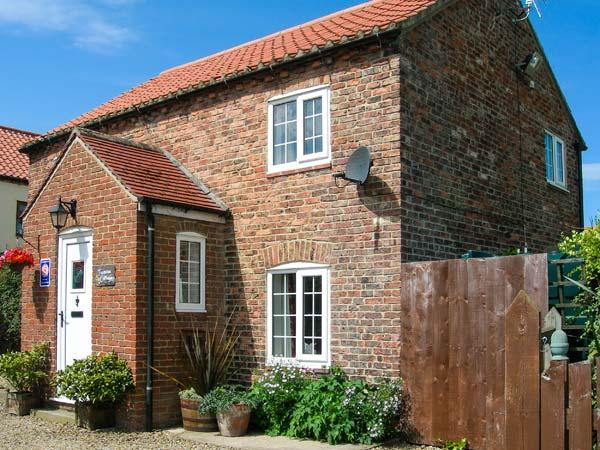 JASMINE COTTAGE, off road paking, enclosed garden, period cottage in Dalton, holiday rental in Bagby
