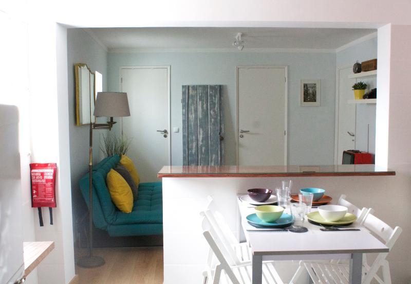 Belém Vintage flat/ Museum quarter/Sleeps 5/ free parking zone/ Air Conditioning, holiday rental in Lisbon