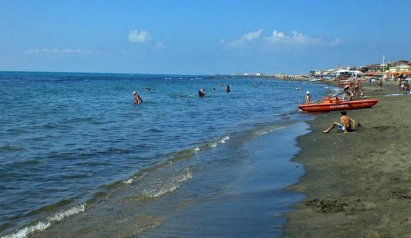 Ostia Lido. The apartment is situated meters form the free beach and lungomare