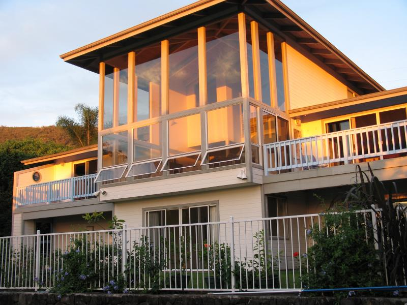 First Floor Pool Side Self Contained Unit in Captain Cook, HI, holiday rental in Honaunau