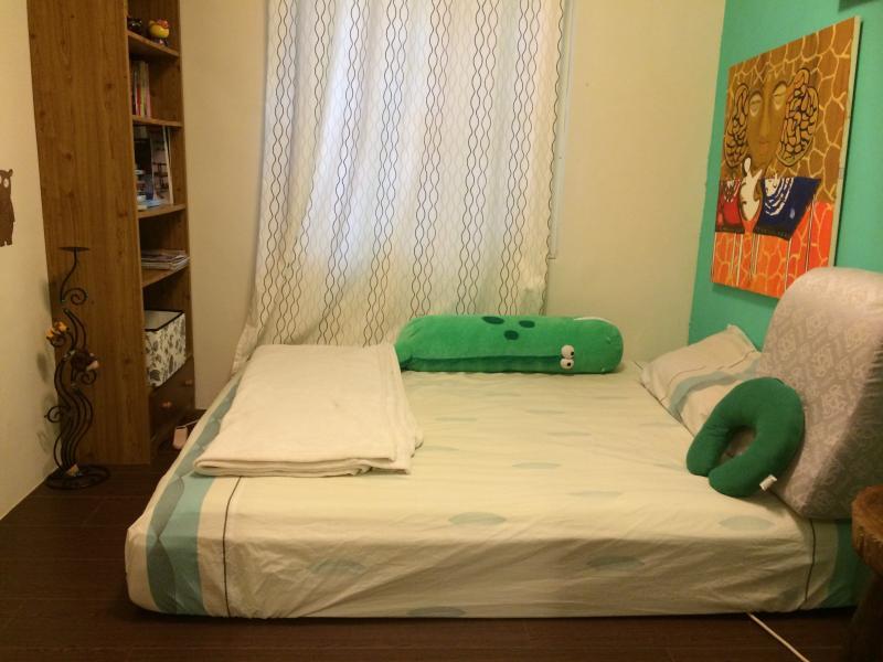 Whole apartment (三房兩廳,三個房間+大客廳與獨立廚房,獨立工作室,獨立餐廳), vacation rental in Taoyuan