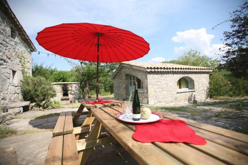 Gorges de l'Ardèche, Mazet sur domaine privé., holiday rental in Lanas