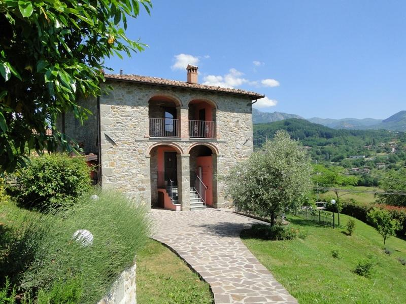 Beautiful Tuscan House with mountain views and private pool