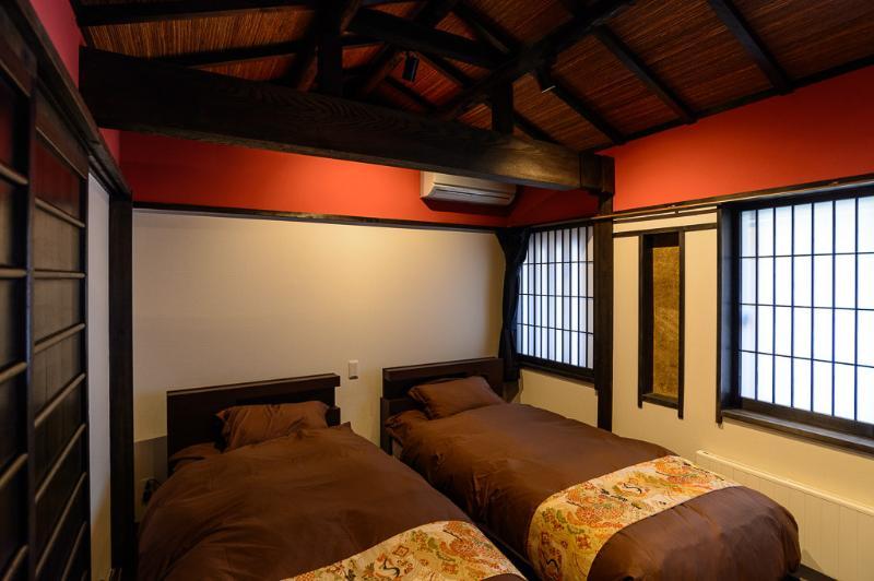 A l'étage ouest chambre avec deux lits simples