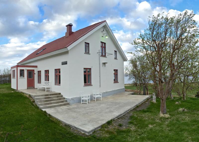 Karlsá Lodge front