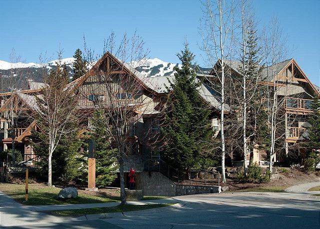 Glaciers Reach has a convenient village location close to the li
