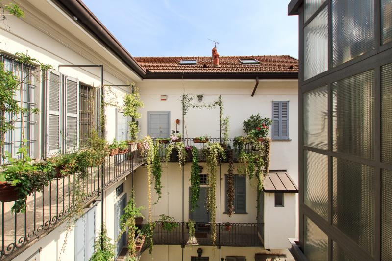 Stupendo duplex in ripa Ticinese, holiday rental in Corsico