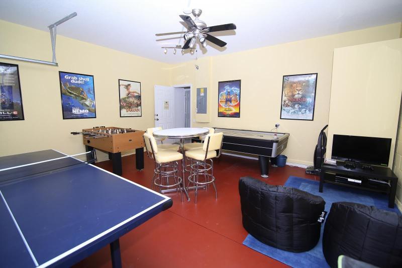 Sala de jogos totalmente abastecido. Ténis de mesa, pebolim, Air Hockey, Playstation3. Brinquedos