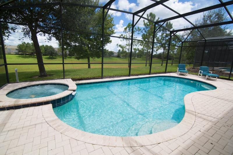 Private pool and spa. No rear neighbors, overlooking to huge green area!