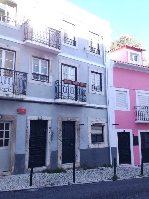 The building is 7 minutes walk from Belem Botanical Garden