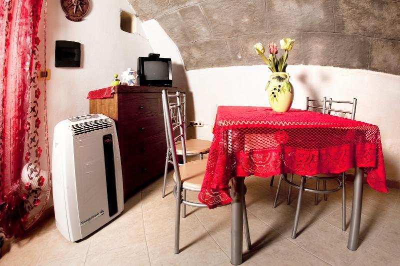 Rose des vents-salle à manger avec tv-Alghero vieille ville