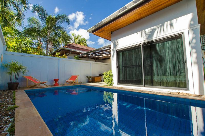 Villa South Tropic 10 min to Kata & Nai Harn beach, vacation rental in Talat Nuea