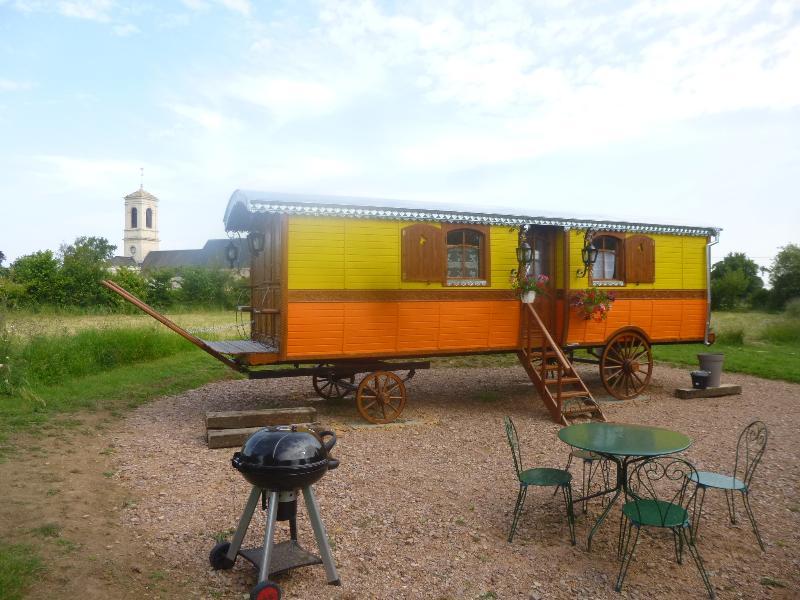 La roulotte de Pommette et Billy, holiday rental in Fresne-la-Mere