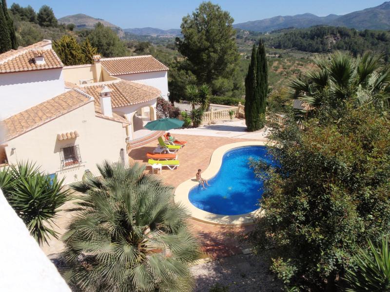 Spacious Detached 4 Bed Villa with Private Pool, location de vacances à Vall de Gallinera