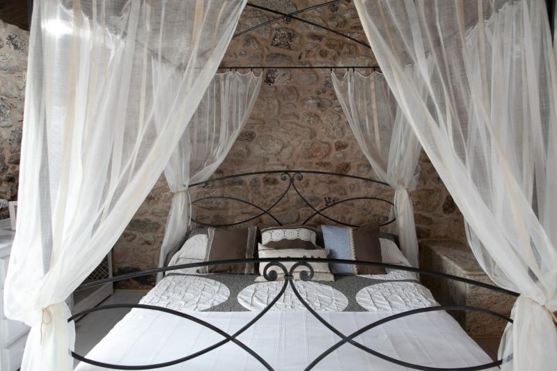 Casa do Vinculeiro: O Raeiro, holiday rental in Negreira