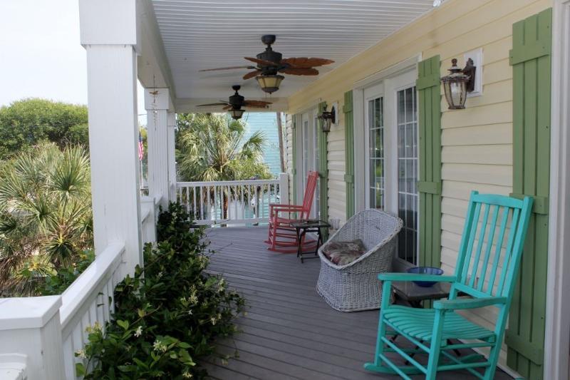 Porche avec ventilateurs de plafond