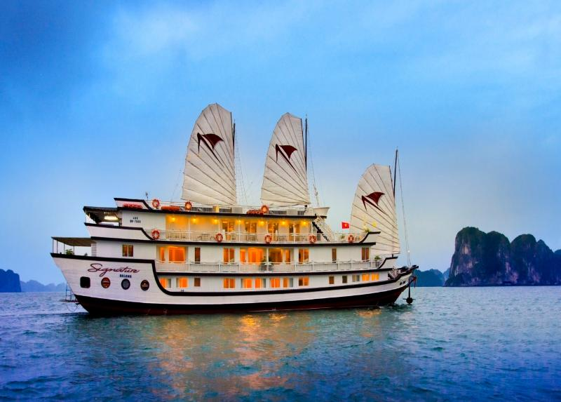 Signature Halong Cruise 2 days 1 night, vacation rental in Halong Bay