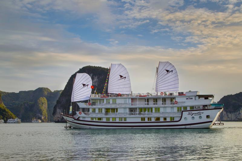 Signature Halong Cruise 3 days 2 nights, holiday rental in Hanoi