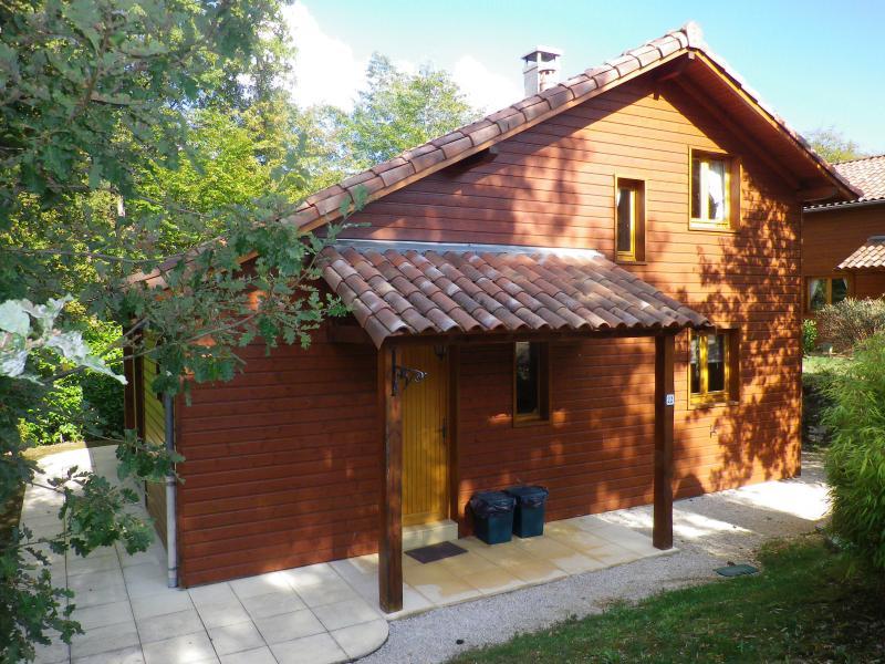 Maison tout confort au coeur du Périgord Noir / Quercy ,  piscine chauffée, vacation rental in Lanzac