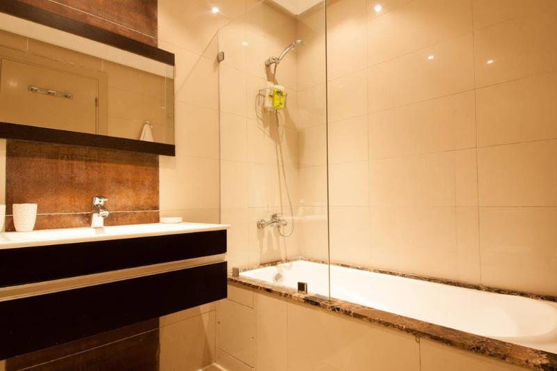Baignoire - Draps de bain fournis / Bath - Towels Provided