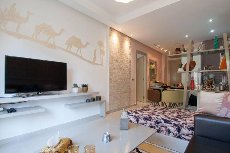 Séjour Smart TV / Living Room With Smart TV