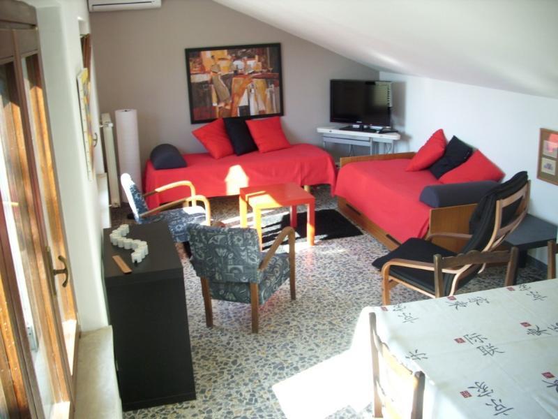 Attico frontemare con incantevole terrazzo, holiday rental in Genzano di Roma