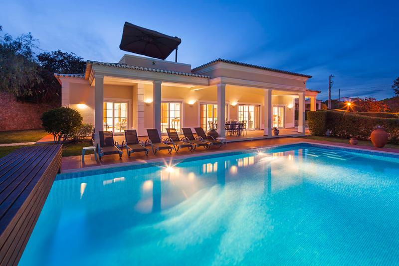 Villa Colunas - Charming 3 bedroom villa, with games room, walking distance to a, holiday rental in Benagil