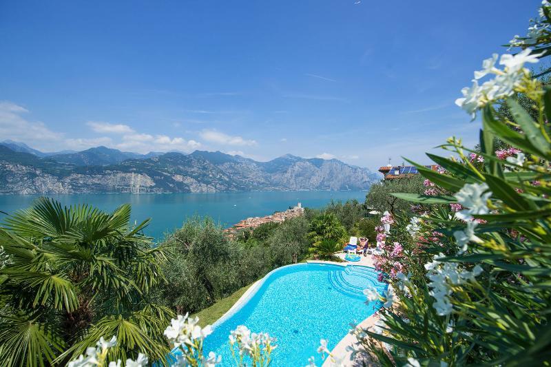 Villa Mansarda 1, 2 Bedroom, Sleeps 6, Lake Views, alquiler de vacaciones en Malcesine