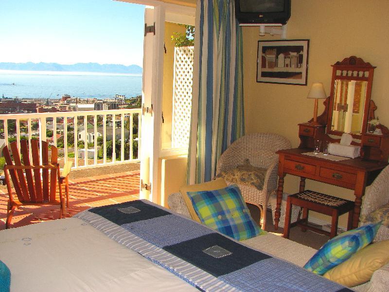 Main Room - Seaview Apartment