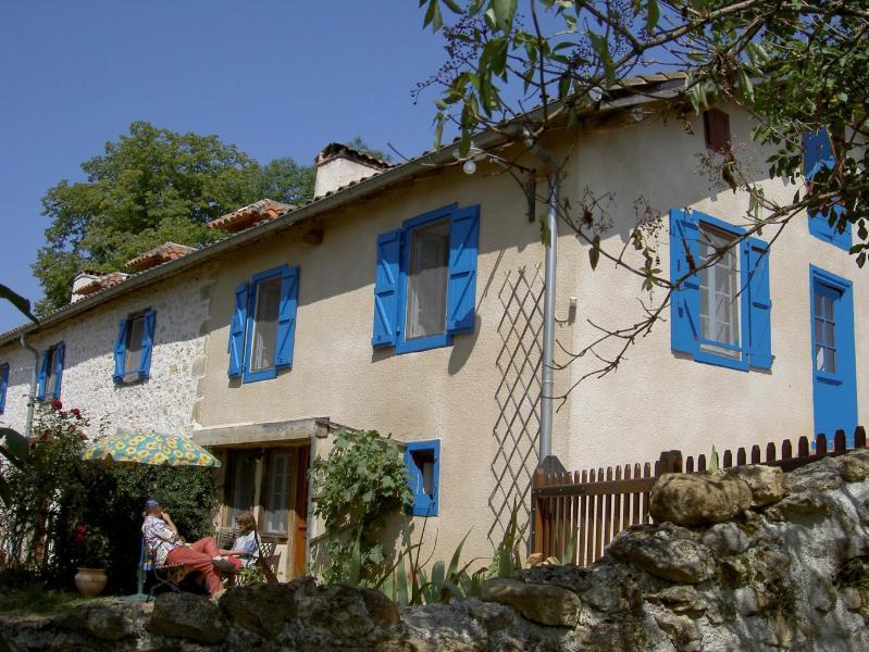 Gîte Chez Astride avec vue unique sur les Pyrénées, aluguéis de temporada em Haute-Garonne
